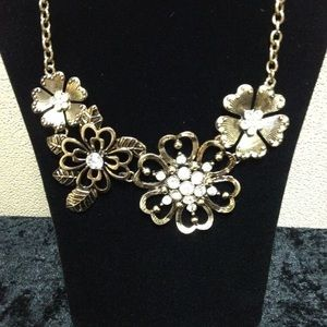 Premier Designs- Lavish Bloom Necklace